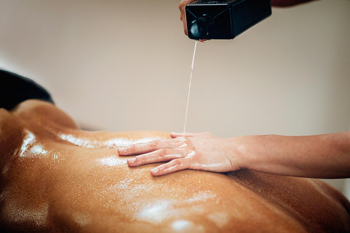Rozhodujete se, jaký masážní olej vybrat? Nabízíme vám naše dlouhodobé zkušenosti s českou značkou Tomfit.